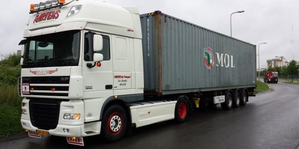 truck met container