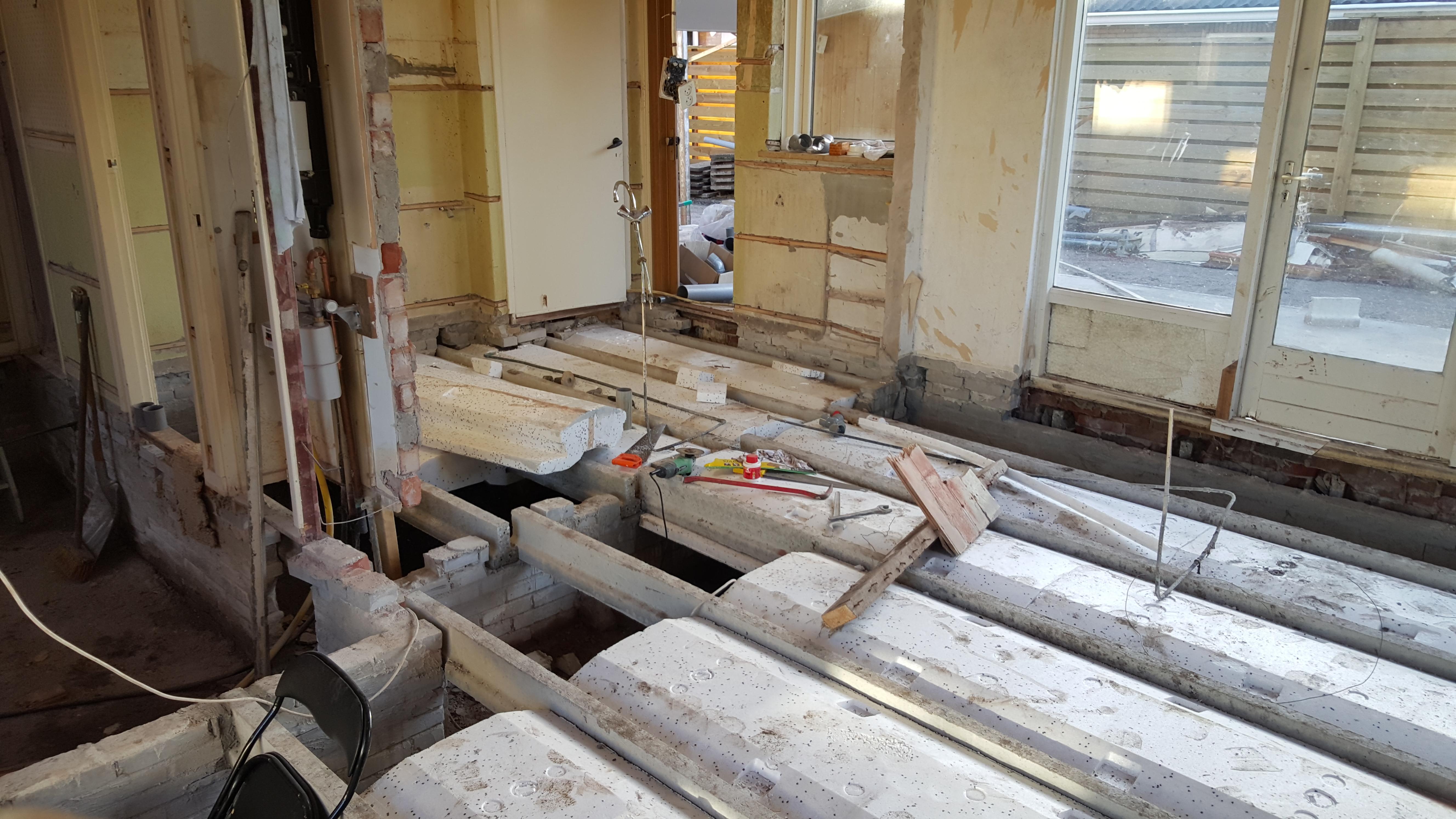 Geisoleerde betonvloer in bestaande woning markus martens - Hardhouten vloeren vloerverwarming ...